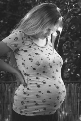 Photographie-grossesse-séance-photo-à-domicile